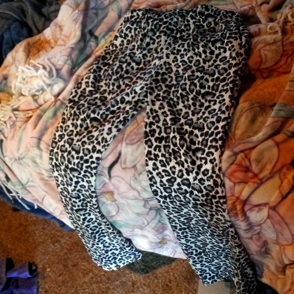 Leggings daughter bought wrong size willing to trade for anything vs pink